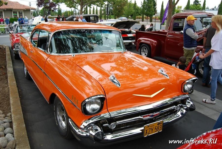 Выставка автомобилей в городе Кэмпбелл, США 29