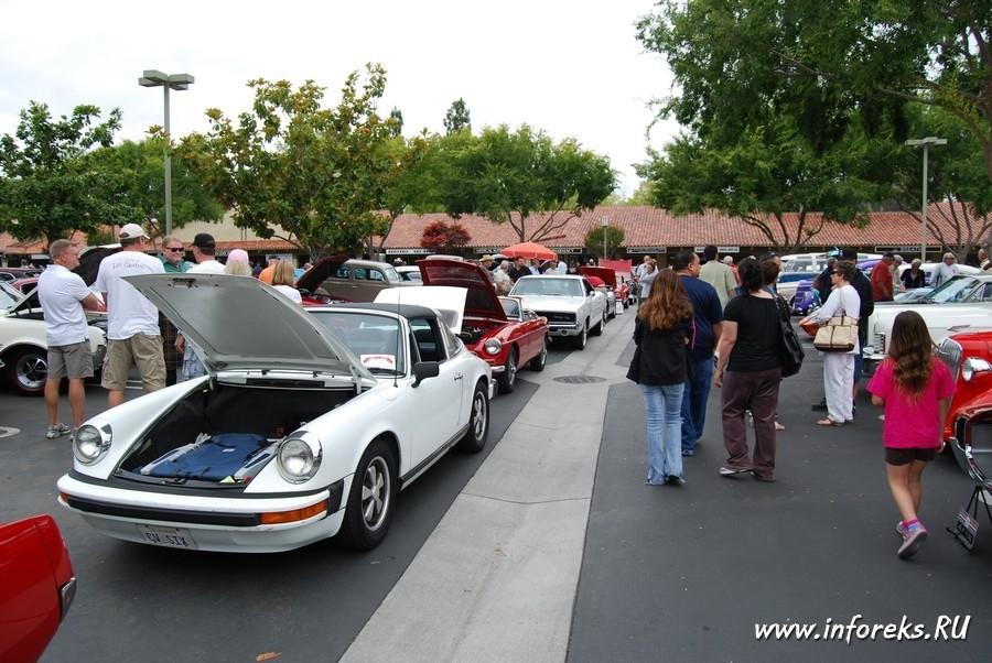 Выставка автомобилей в городе Кэмпбелл, США 25
