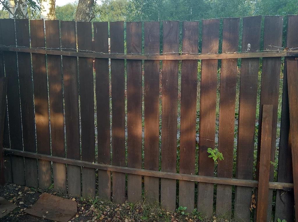 Как выровнять провисший деревянный забор. 5