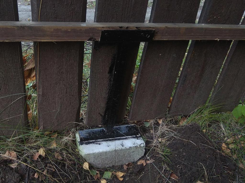 Как выровнять провисший деревянный забор. 8